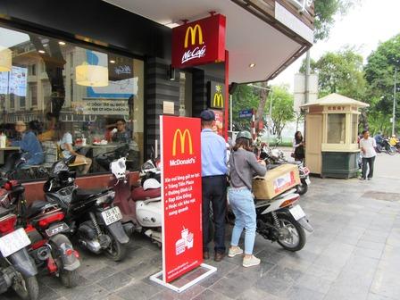 Vietnam_hanoi_McDonald's_201712.jpg