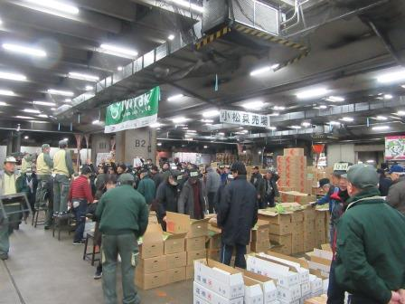tsukiji2018_produce_auction.JPG