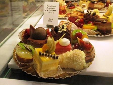 Frankfrut_kleinemarkt_cakes.JPG