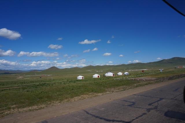 遊牧民と東と西の不思議な融合 モンゴル